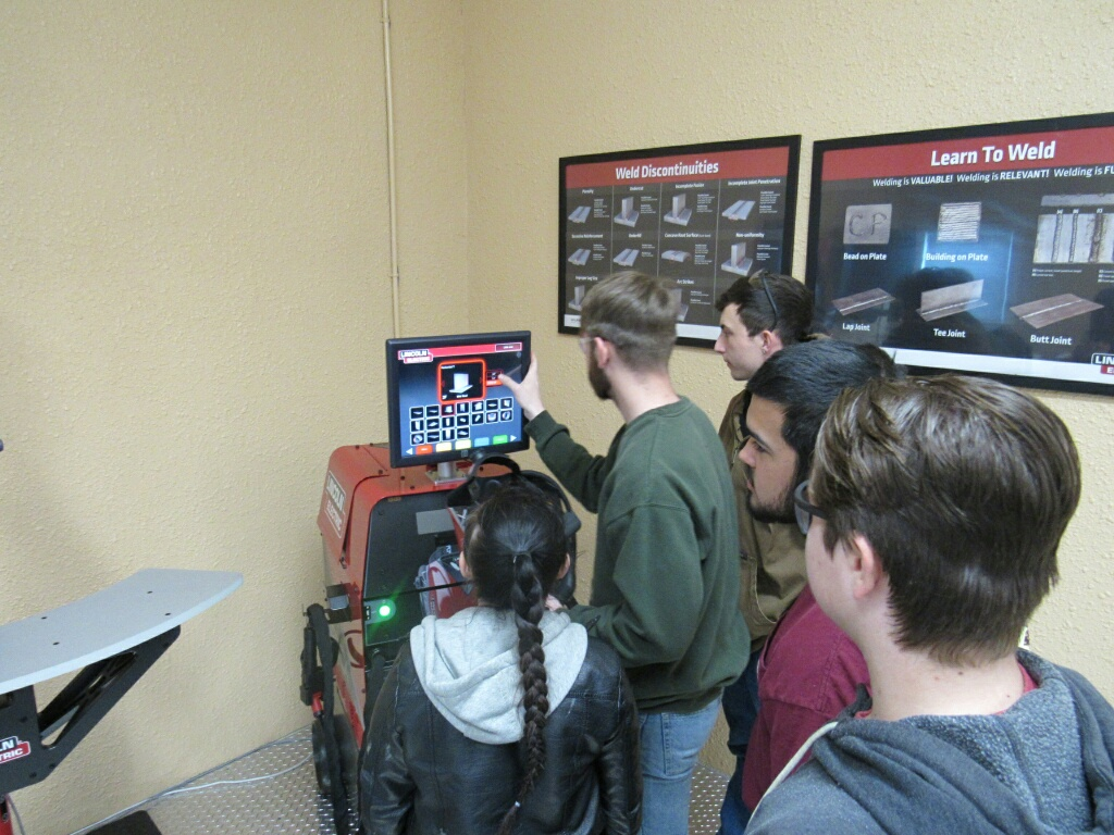 VA Bch Tech students using LYS virtual welding machine