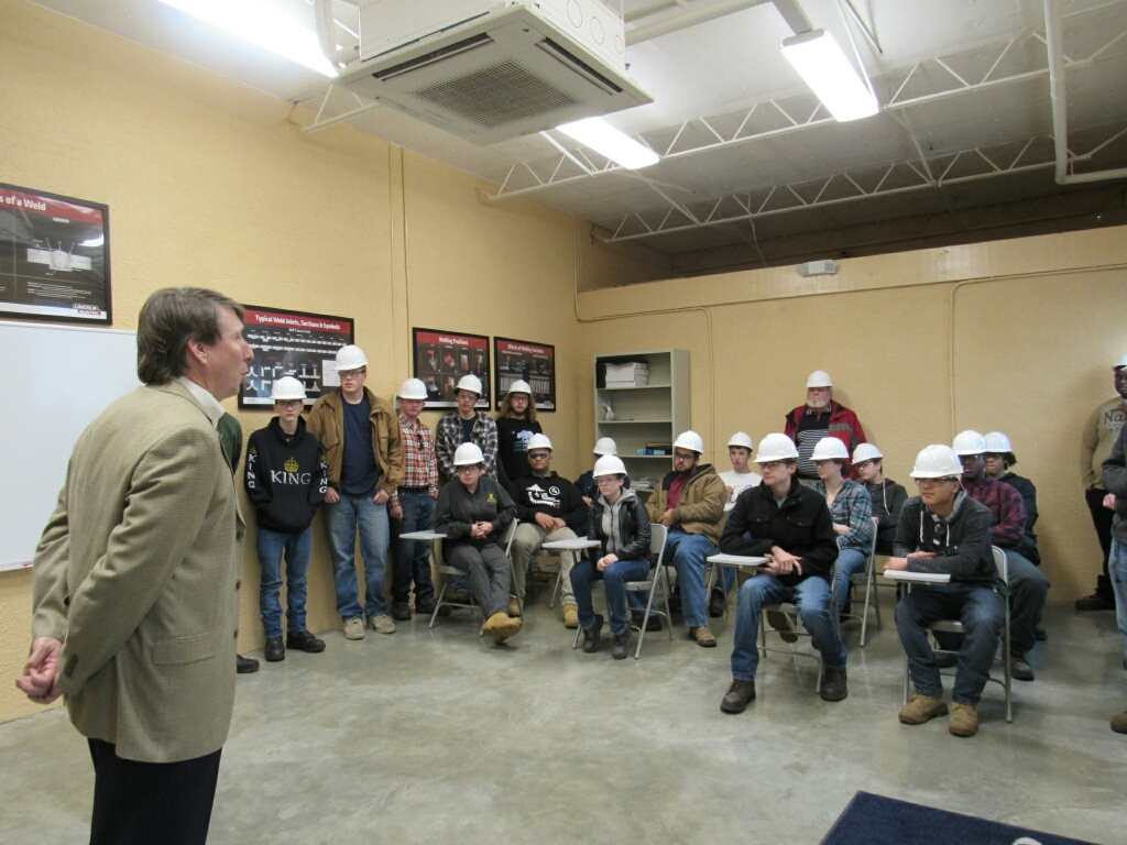 LSY Sr. VP, Ken Kimball speaking to the students prior to their tour of the yard